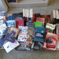 Tentokrát máme čtyřicet nově koupených knih. Přijďte si vybrat.