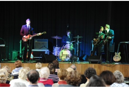 Koncert hudební skupiny-Brouci Band-The Beatles Revival dne 18.5.2014 od 16.00hod v sokolovně,K Šeberáku 161/16