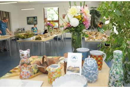 Výstava hub, jiřinek a jubilejní 50. výstava obrázků zdravotně postižených a seniorů