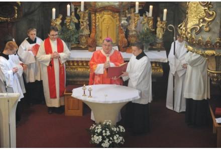 navsteva arcibiskupa278